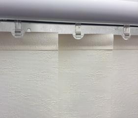 Stoffen lamellen verticaal in dessin kleuren met rails